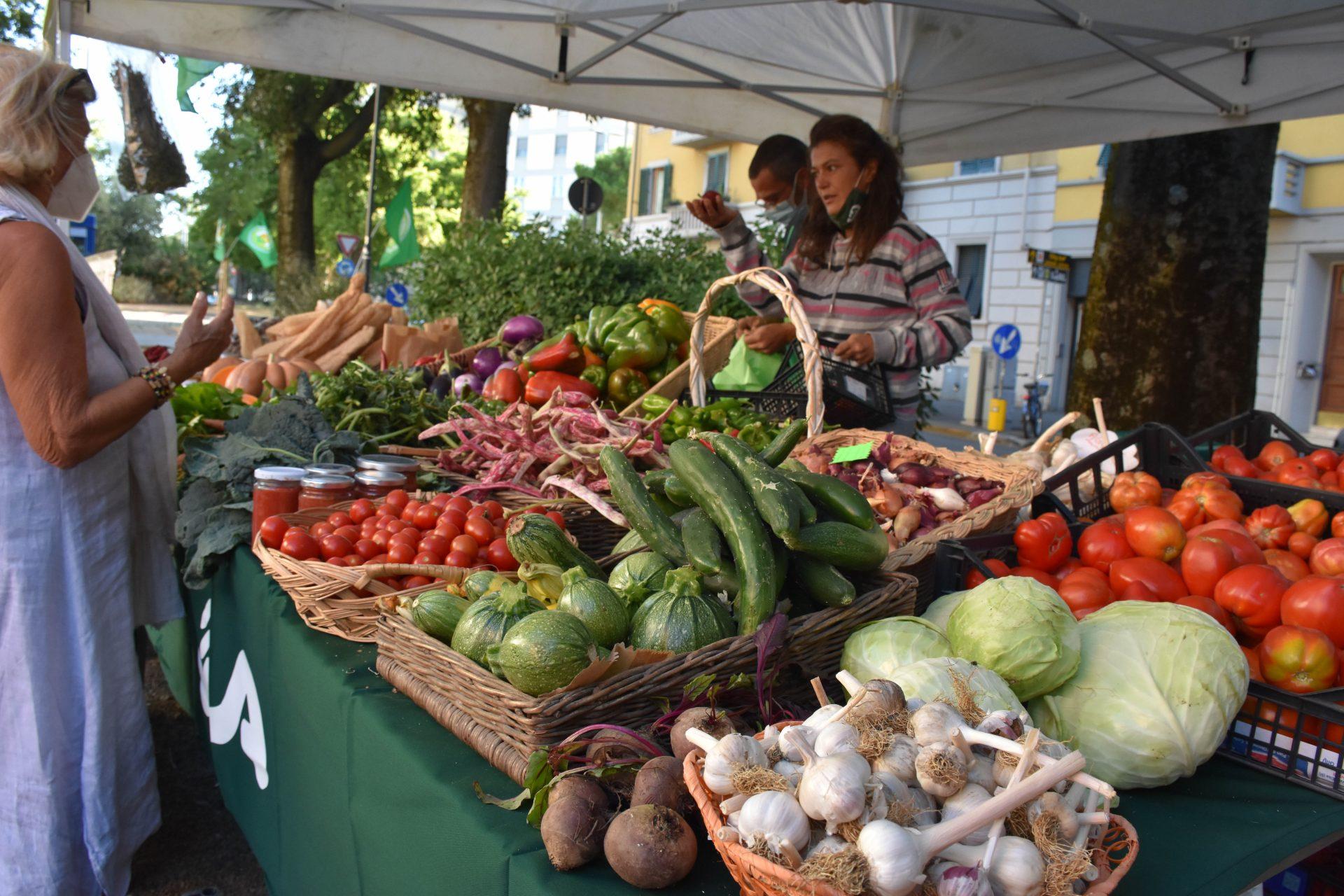 Prodotti agricoli sbarcano a Firenze. Successo per i mercati contadini Spesa in Campagna Cia aperti a Novoli e Campo di Marte