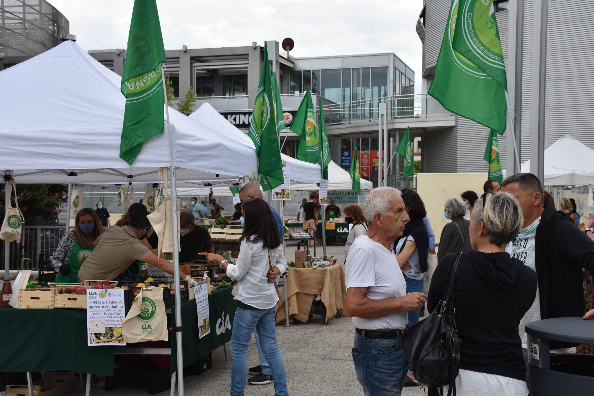FOTO / Inaugurato il mercato contadino Cia di piazza Alberti. Sarà aperto ogni sabato dalle 8 alle 14